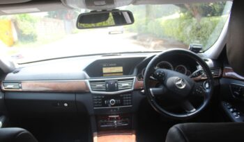 MERCEDES BENZ E200. full