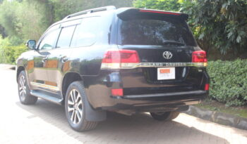 Toyota Landcruiser V8 full