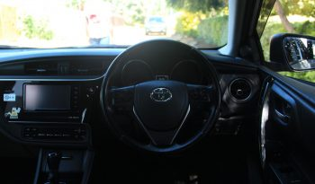 TOYOTA AURIS. full